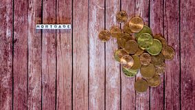 Empréstimo hipotecário, cubos da letra com moedas Fotos de Stock Royalty Free