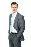 Empreendedor de sorriso que levanta com mãos no bolso fotografia de stock royalty free