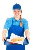 A empregada de mesa amigável sere o fast food Fotos de Stock