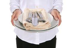 Empregada de mesa com pratos fotos de stock royalty free