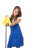 Empregada doméstica bonito com espanador Foto de Stock
