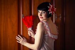Empregada doméstica 'sexy' para a poeira de limpeza Fotografia de Stock Royalty Free