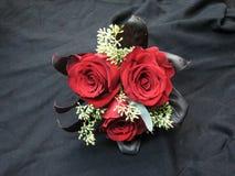 Empregada doméstica vermelha Bouquet do ` s de Rose Wedding Bride fotos de stock royalty free