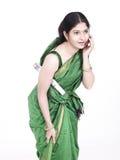 Empregada doméstica do empregado que fala na pilha Fotos de Stock Royalty Free