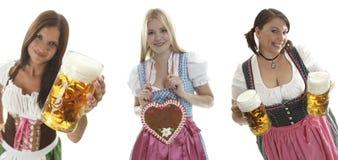 Empregadas de mesa de Oktoberfest Imagem de Stock