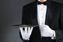 Empregado de mesa com bandeja de prata foto de stock