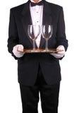 Empregado de mesa e bandeja com vidros de vinho Fotos de Stock Royalty Free