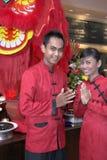 Empregado de mesa no traje chinês Imagem de Stock Royalty Free