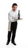 Empregado de mesa ou empregado de bar alegre fotografia de stock royalty free