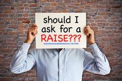 Empregado que pede o ¬Å do 'de â⠓se eu pedir um conceito do , do aumento salarial ou da negociação do ¬Â do 'do raiseââ fotos de stock