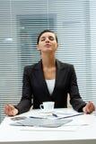 Empregador Meditating Fotografia de Stock Royalty Free