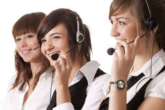 Empregados do centro de chamadas com auriculares Fotografia de Stock