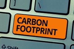 Empreinte de pas de carbone des textes d'écriture de Word Le concept d'affaires pour la quantité de bioxyde a libéré le résultat  photos stock