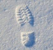 Empreinte de pas de haut de botte d'hiver sur la première neige Photo stock
