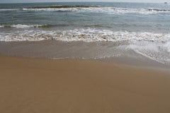 Empreinte de pas de sable de plage de Paradise dans le sable images stock