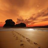 Empreintes de pas de coucher du soleil Photo libre de droits