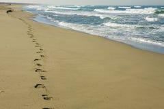 empreintes de pas de plage Photos libres de droits