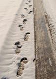 Empreintes de pas et pistes de pneu Photographie stock