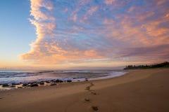 Empreintes de pas sur la plage Photographie stock libre de droits