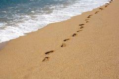 Empreintes de pas sur le sable photo stock
