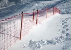 Empreintes de pas sur le slpoe de neige Photos libres de droits