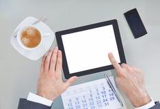 Empresário com tabuleta e o calendário digitais imagens de stock royalty free