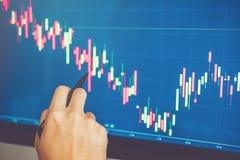 Empresário discussão de Business Man do mercado de valores de ação do investimento e troca do mercado de valores de ação do gráfi fotografia de stock