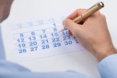 Empresário Marking On Calendar imagem de stock