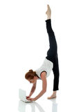 Empresário ocupado que faz a ioga, no branco Imagens de Stock