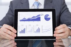 Empresário que mostra o gráfico imagem de stock royalty free