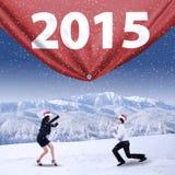 Empresários com chapéu do Natal e número 2015 Foto de Stock