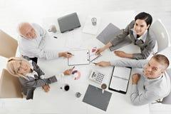 Empresários de sorriso na reunião Fotos de Stock