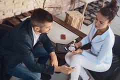 Empresários na café-ruptura fotografia de stock