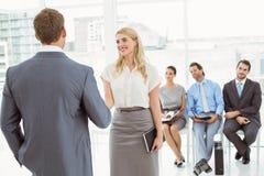 Empresários na frente da entrevista de espera dos povos Foto de Stock Royalty Free