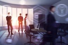 Empresários na sala de reunião Imagens de Stock