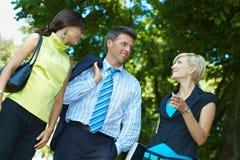 Empresários no parque Foto de Stock Royalty Free