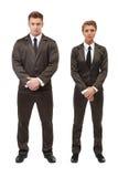 Empresários novos que levantam com braços dobrados Fotos de Stock Royalty Free