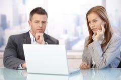 Empresários novos que trabalham junto Imagem de Stock