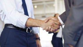 Empresários que agitam as mãos filme