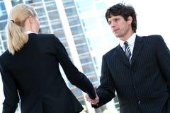 Empresários que agitam as mãos Imagens de Stock Royalty Free