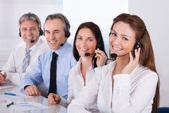 Empresários que falam no microfone Fotos de Stock Royalty Free
