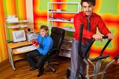 Empresários que fazem o exercício Imagem de Stock Royalty Free