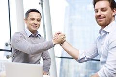Empresários que guardam as mãos Fotos de Stock Royalty Free