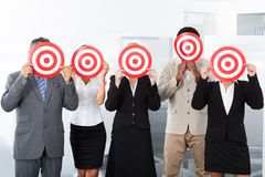 Empresários que guardam o alvo Fotografia de Stock Royalty Free