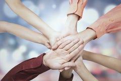 Empresários que juntam-se às mãos Imagem de Stock