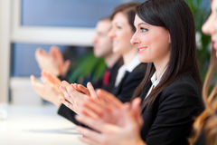 Empresários que têm uma reunião no escritório Imagem de Stock Royalty Free