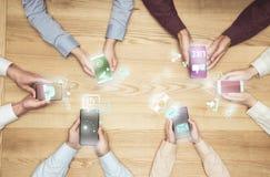 empresários que usam meios sociais fotografia de stock