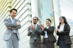 Empresa bem sucedida com trabalhadores do grupo fotografia de stock