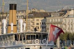 A empresa de Genebra de Suíça de barcos tradicionais corre barcos uma navegação do lago fotografia de stock royalty free