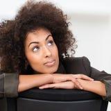 Empresaria afroamericana pensativa imagen de archivo libre de regalías